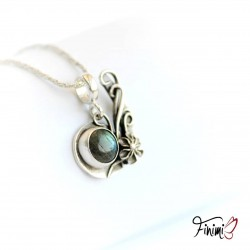Yin pendant with a flower
